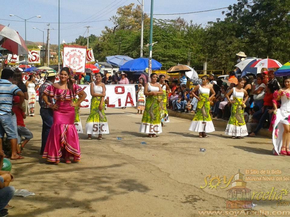 desfile en la expo