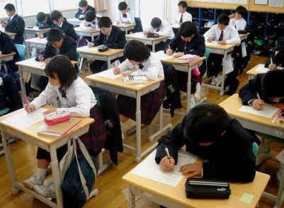 siswa jepang sedang belajar