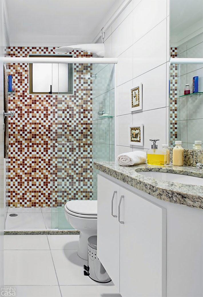 Antes e Depois banheiro revestido com adesivo  Comprando Meu Apê  Comprand -> Banheiro Pequeno Adesivo