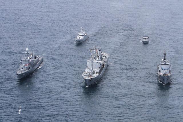 Todos los buques de guerra de la Fuerza Naval del Pacífico de la Armada de Colombia realizaron maniobras navales frente a la costa de Buenaventura.
