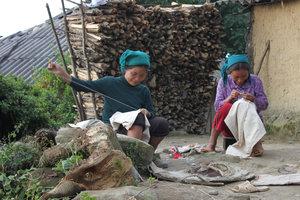 Two Hà Nhì ethnic women in Đào San