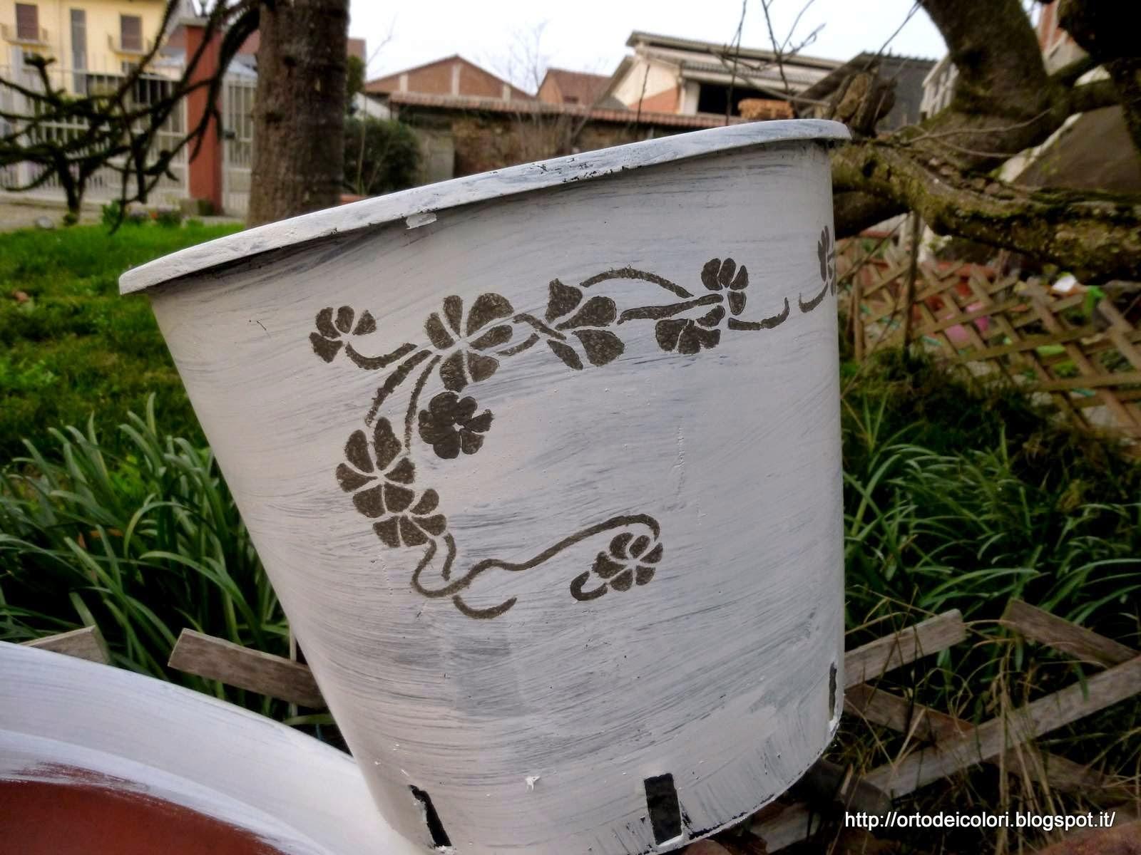 vasi plastica decorati idea fai da te per riusare i vasi di acquisto dei fiori idee giardino
