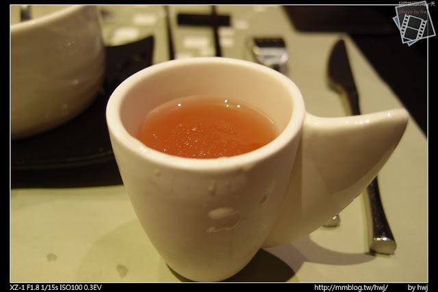 2013-05-09虎尾陶板屋 桑椹醋汁。法國花樣好像叫SAWA....