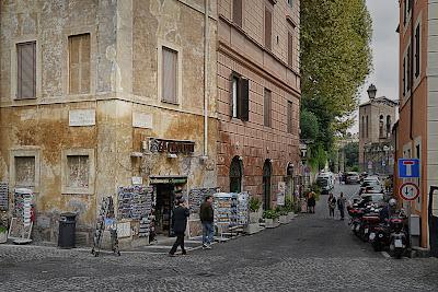 Ghetto di Roma: incrocio tra via di Monte Savello e via del Portico d'Ottavia