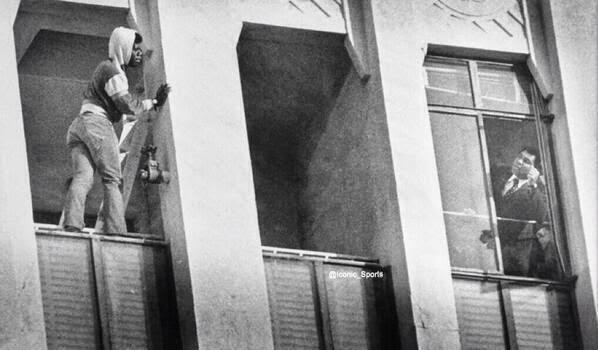 64 Historical Pictures you most likely haven't seen before. # 8 is a bit disturbing! - Muhammad Ali and a man who tries to commit suicide
