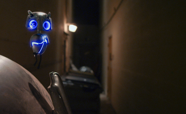 earth to echo movie still - owl robot alien