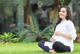 Siapa bilang wanita hamil ga bisa liburan.