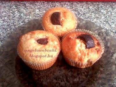 Legegyszerűbb muffin recept, karácsonyi, szaloncukros, kókuszos sütemény, kókuszreszelékkel.