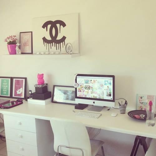 aleelily beauty and lifestyle desk inspiration. Black Bedroom Furniture Sets. Home Design Ideas