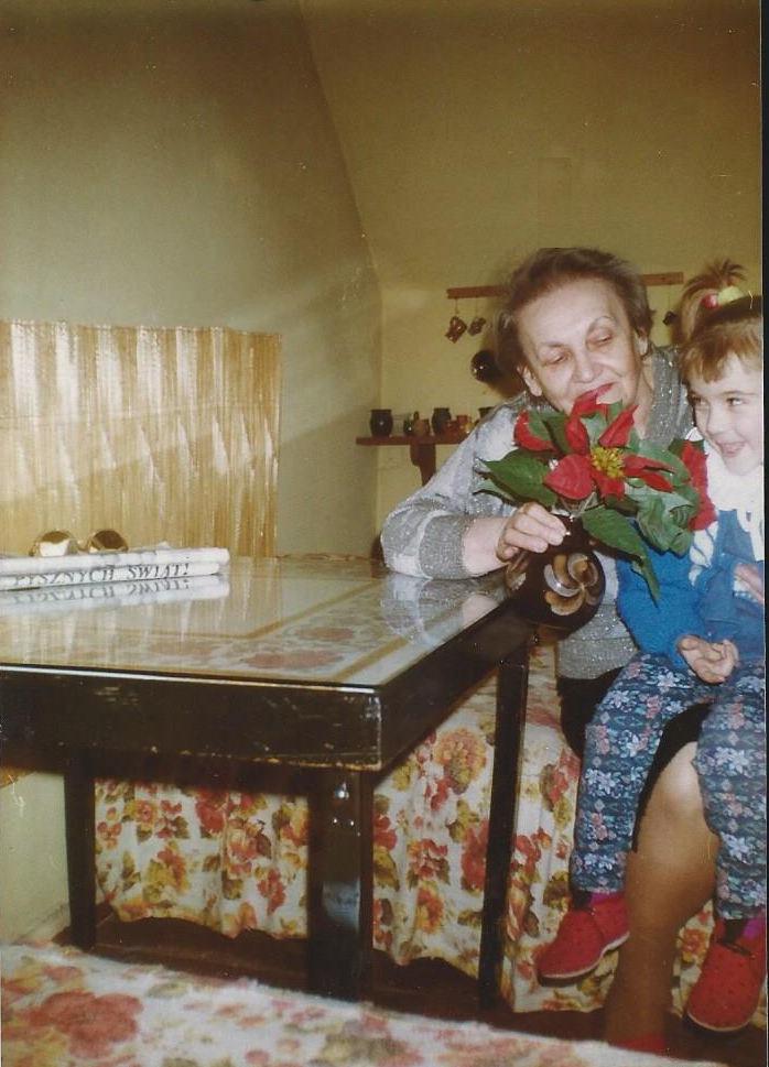 dziewczynka u babci na kolanach, Pysznych Świąt, gwiazda betlejemska