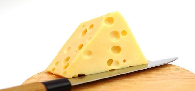 وأخيرا كشف لغز الثقوب في الأجبان السويسرية