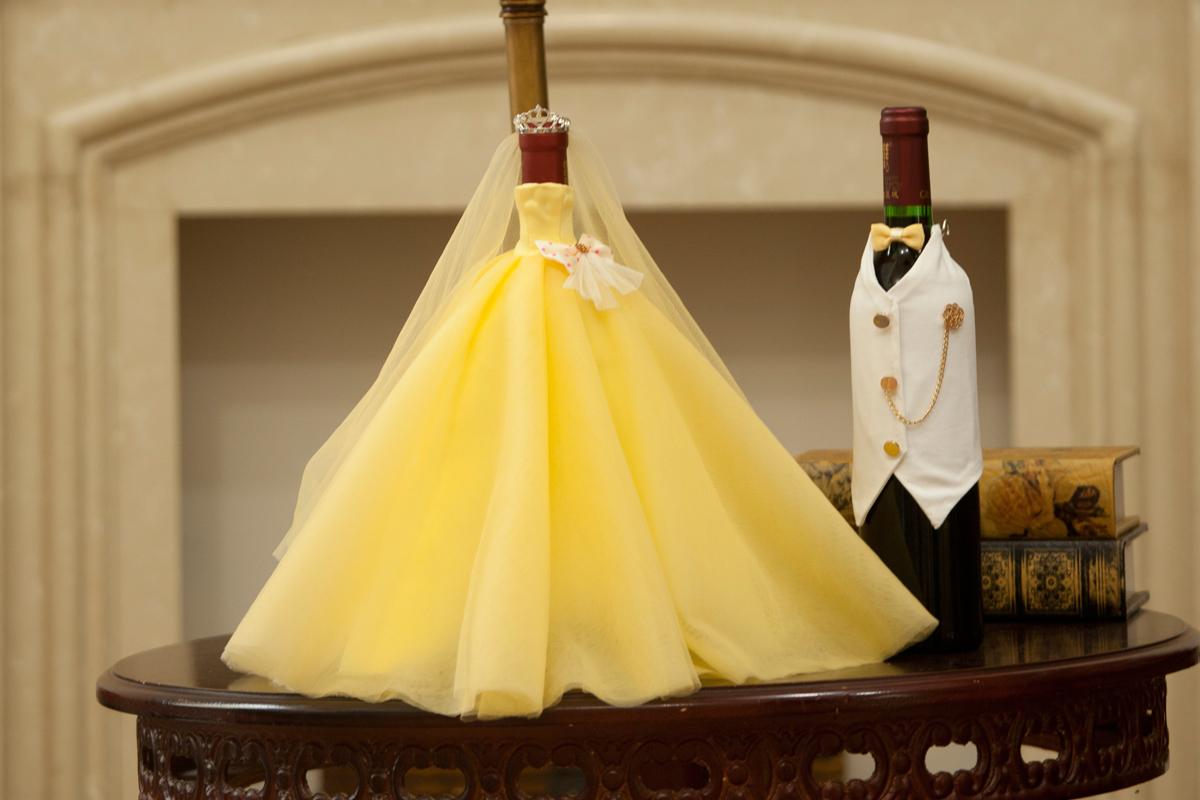 wine bottle cover: DRESS UP YOUR WINE BOTTLE