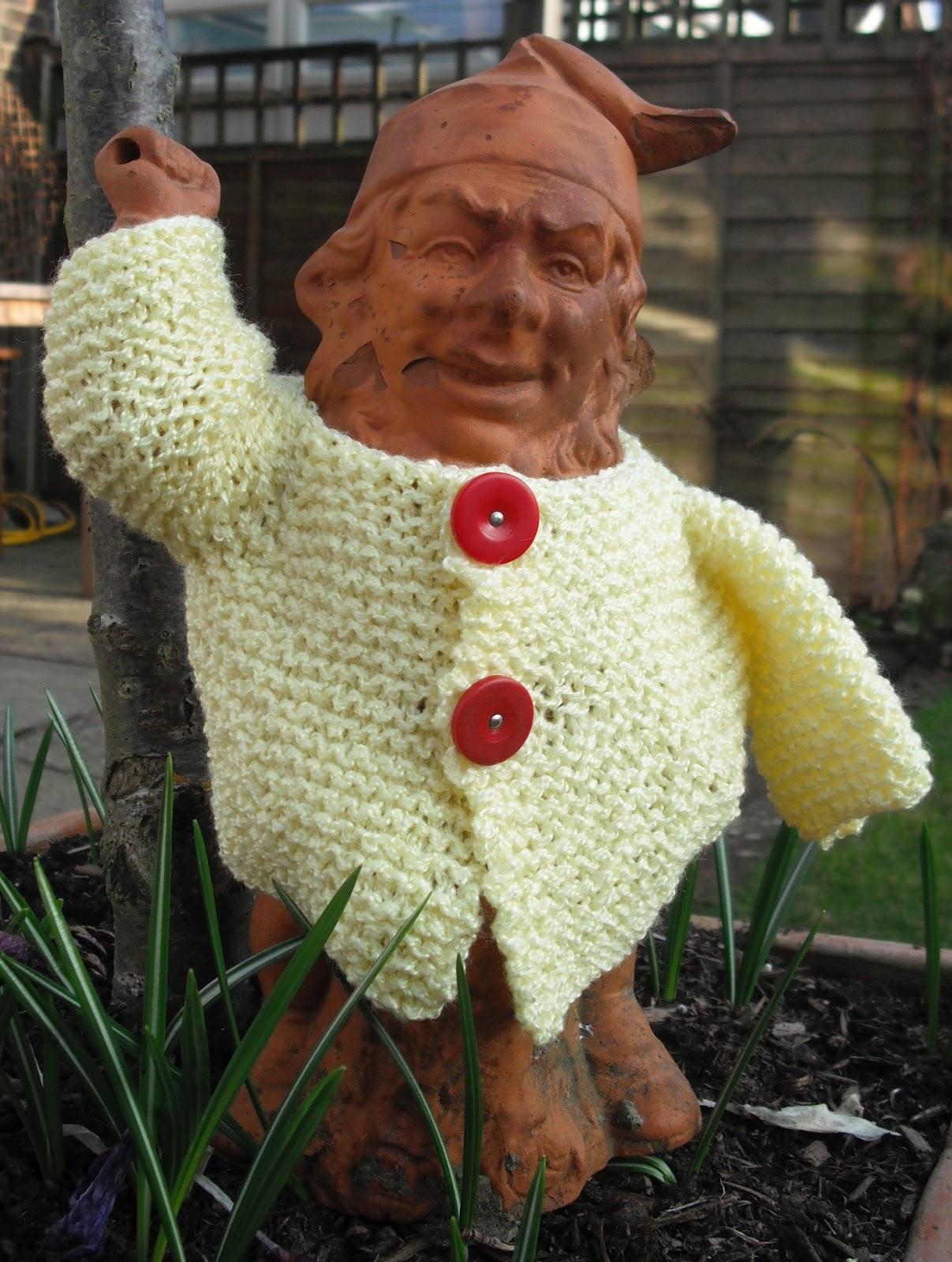 Gnome Knitting Pattern : bitstobuy: Free knitting pattern for a garden gnome jacket