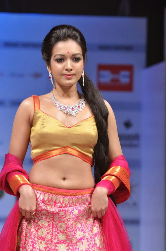 catherine tresa hot navel ramp walk hd wallpaper