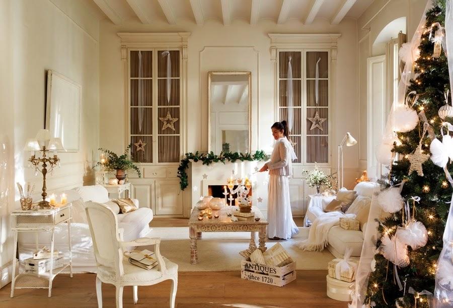wystrój wnętrz, home decor, wnętrza, styl francuski, urządzanie mieszkania, Boże Narodzenie, Święta, zima, ozdoby świąteczne, styl francuski, białe wnętrza, biel, styl skandynawski, złote akcenty, choinka, salon