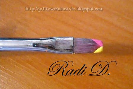 плоска четка с два цвята акрилна боя