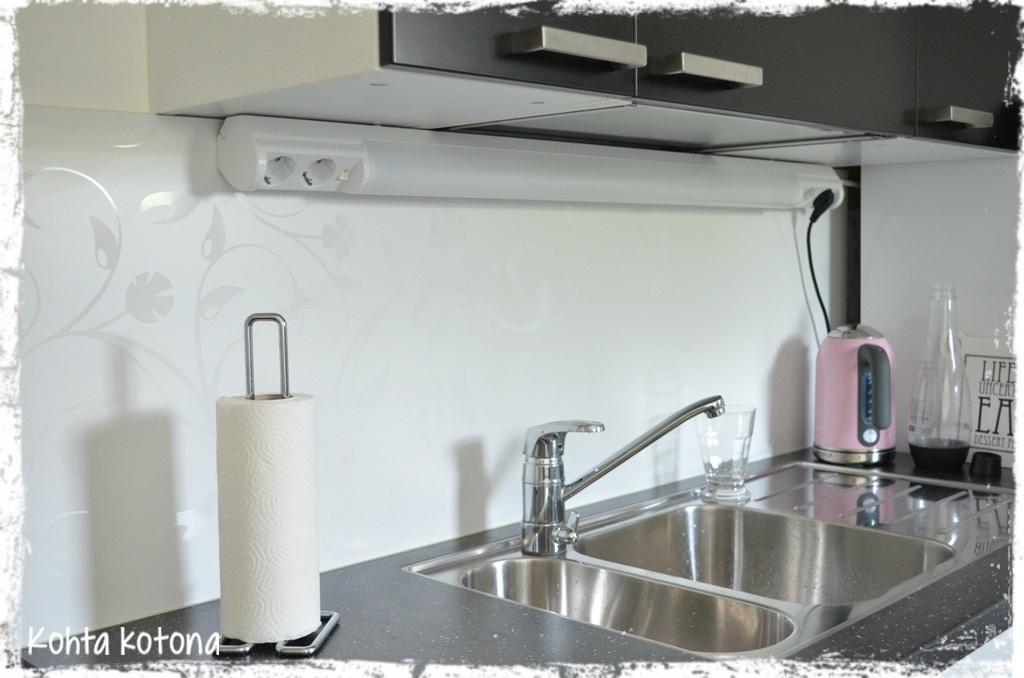 Keittiö välitila lasi – Talo kaunis rakennuksen julkisivuun