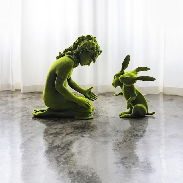 """""""Moss People"""" esculturas em cerâmica trazem contos de fadas nórdicos para a vida"""
