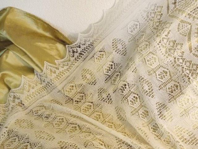TE KOOP: Shetland lace shawl.