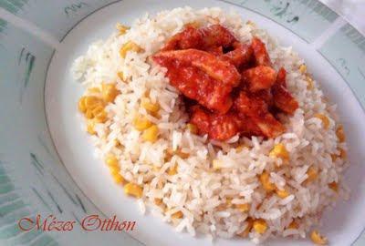 chilis-paradicsomos csirke kukoricás rizzsel fotó