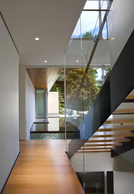 Casas minimalistas y modernas escaleras en interiores for Casas minimalistas interiores