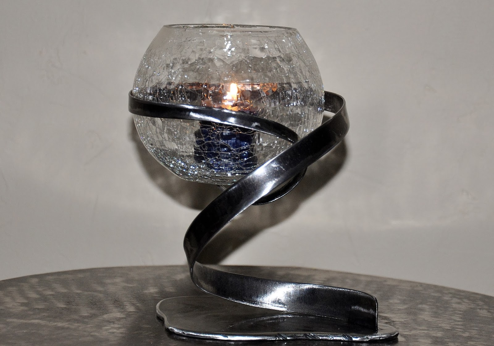 cr ateur d 39 objets d co en fer forg bougeoirs luminaires porte bouteille dans la s rie. Black Bedroom Furniture Sets. Home Design Ideas