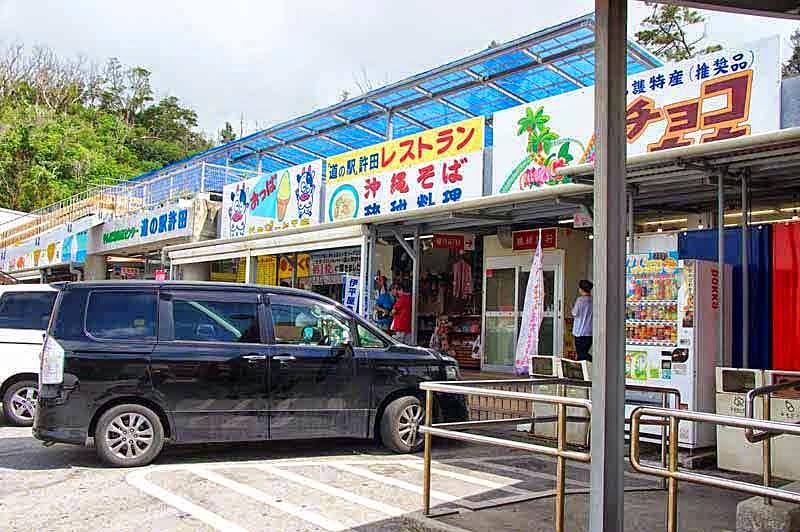 restaurant, parking lot