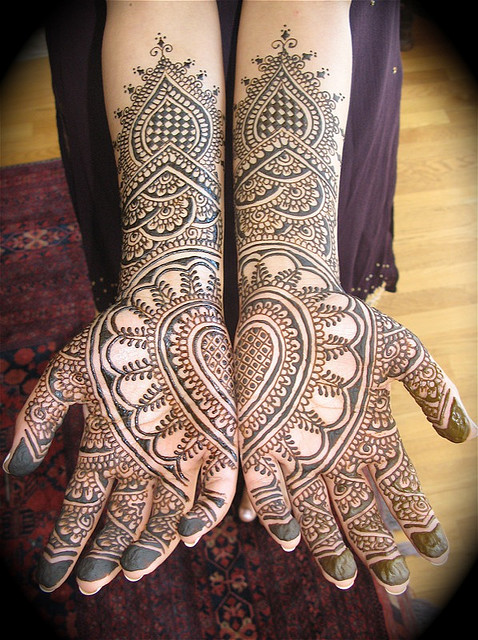 Mehndi Artist : Big shark beautify the skin with henna art