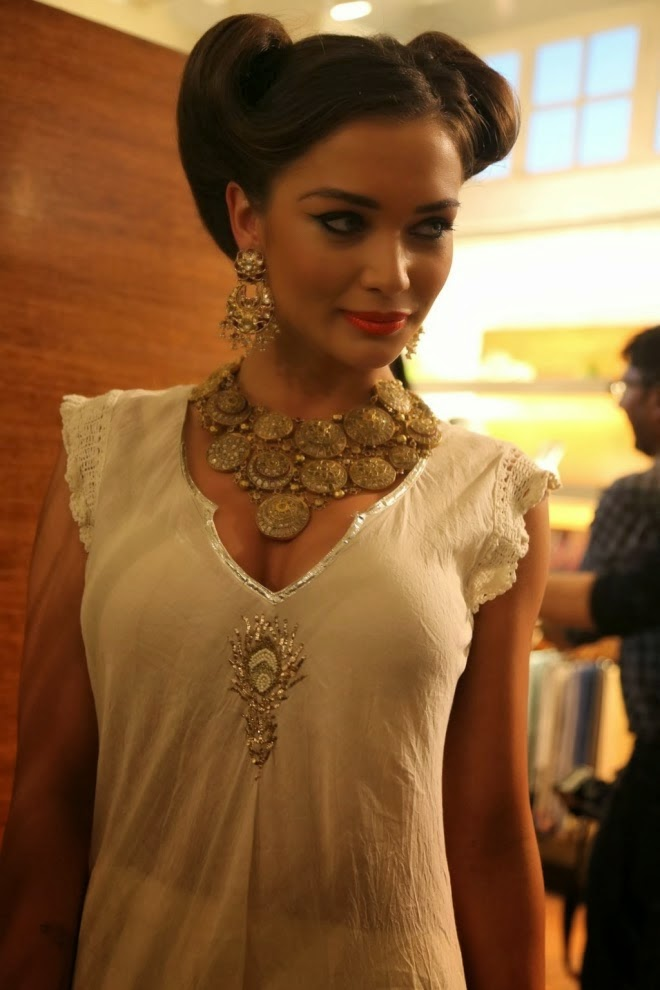 Amy Jackson Hot HD pictures