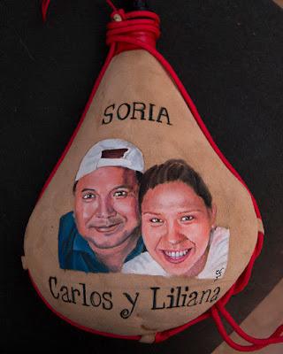 Retrato de una pareja en bota de vino