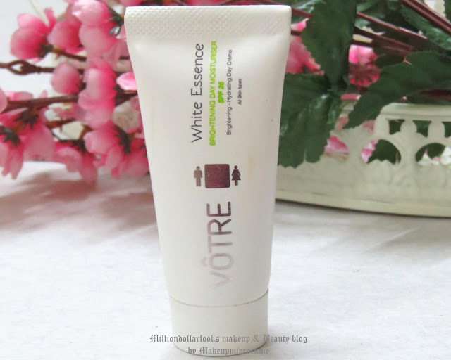 Votre White Essence Brightening Day Moisturiser SPF 25 Review, Pictures and Price, Best daytime moisturiser for dry skin, Skin brightening, Indian beauty blogger, Indian makeup blogger, Skincare products, Votre bio cosmetics products review, Votre review, Delhi bloggers, Votre white essence brightening range review and price in India