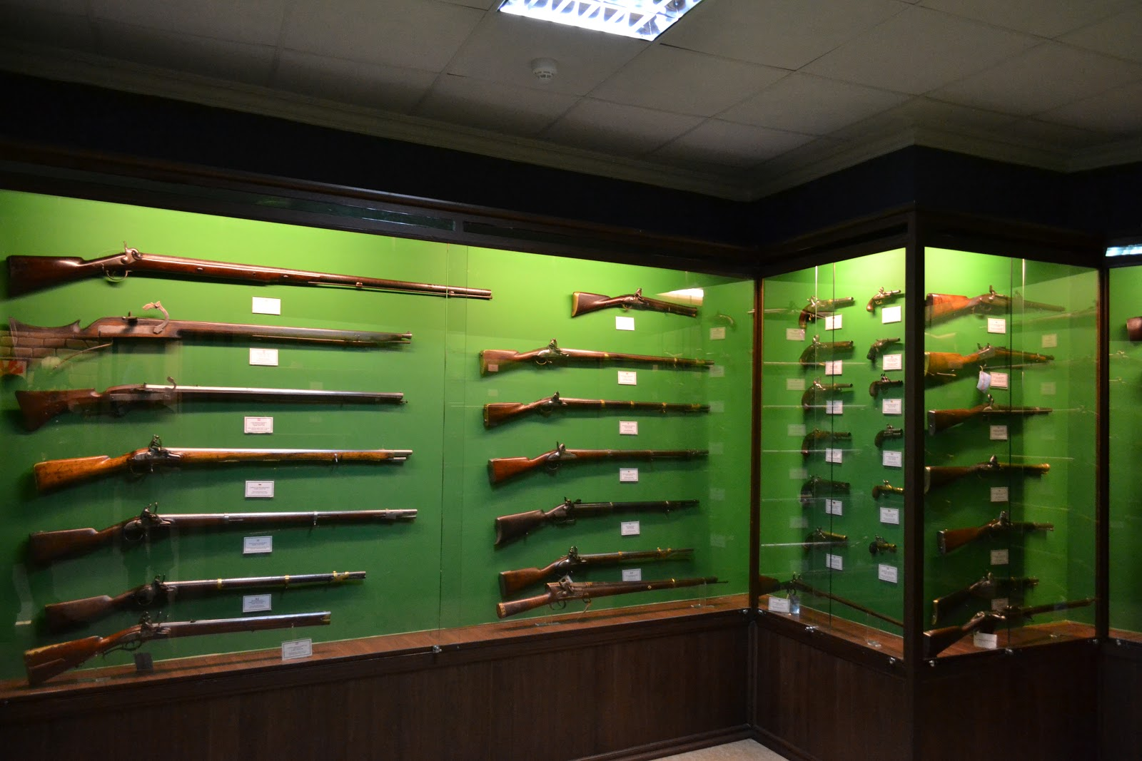 A good collection of old guns  in World Wide Arms Museum , Vung Tau