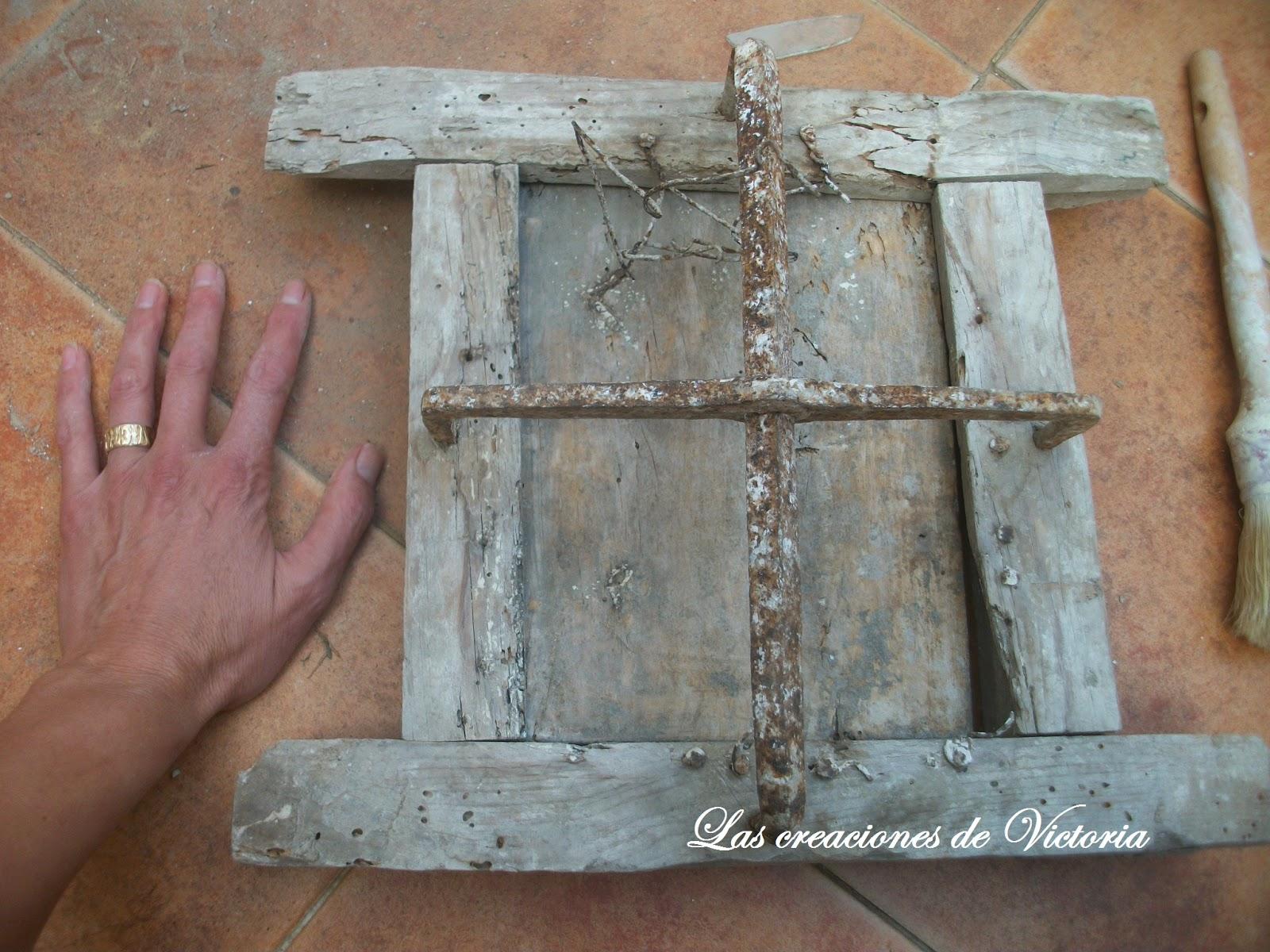 Las creaciones de Victoria.Ventana de madera.Restauración.