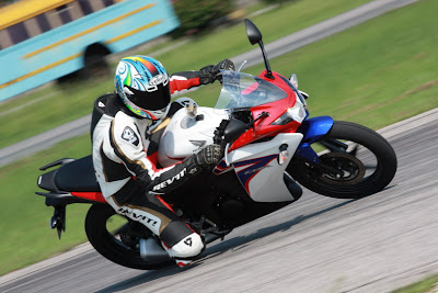The Best Of Motorcycle  2011 Honda CBR150R Motorcycle