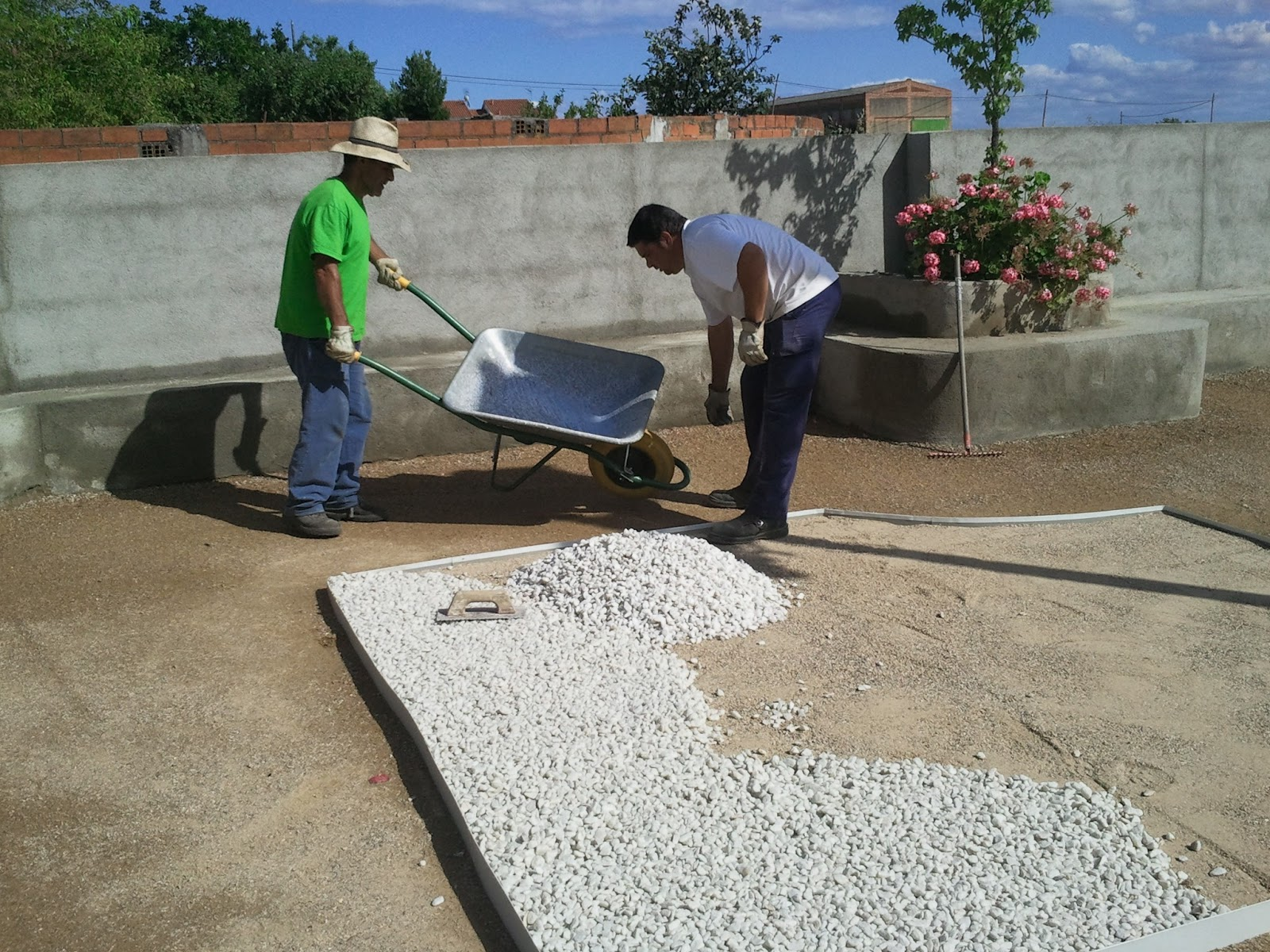 Jardin de bajo consumo en huelaga jardines extreplant - Jardines con poco mantenimiento ...