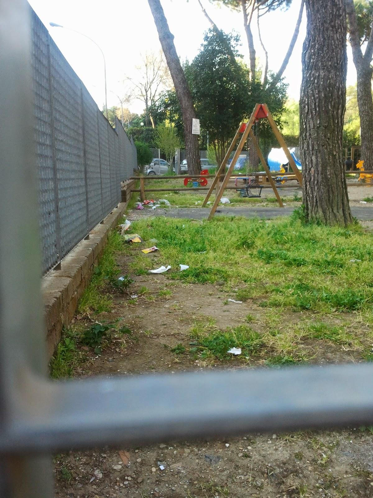 giardinett di giorno i bimbi di notte i senza tetto