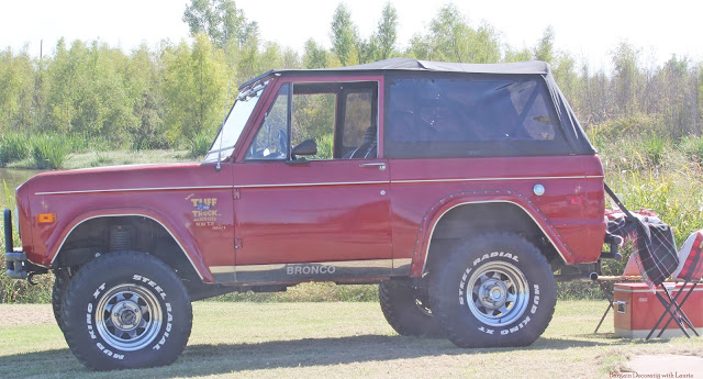 Picnic in vintage Bronco-Bargain Decorating with Laurie