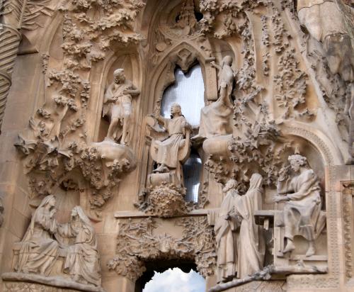 Detall de la porta de la fe, façana del naixement de la Basílica de la Sagrada Família (Barcelona) per Teresa Grau Ros