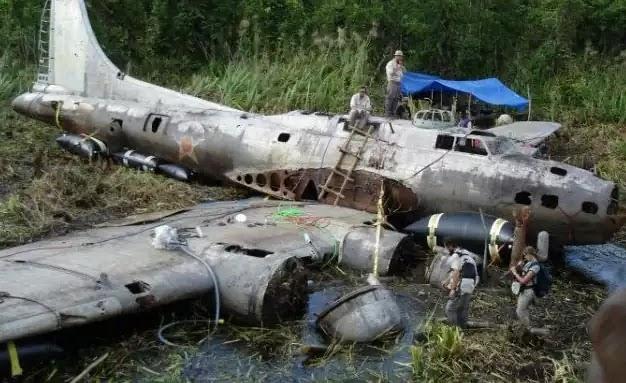 Β-17 Swamp Ghost του δεύτερου παγκοσμίου πόλεμου - Βρέθηκαν μετά από 68 χρόνια στην ζούγκλα
