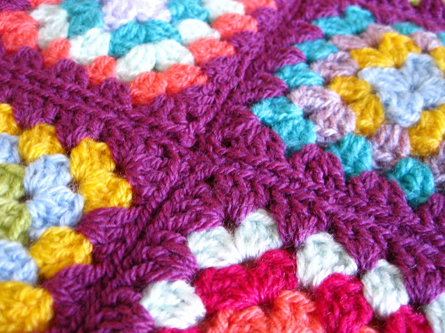 Crocheting Granny Squares Together Video : ... -jacquie.blogspot.co.nz/2011/06/sewing-granny-squares-together.html