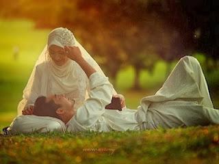 Suami istri romantis (foto wanitadara.com)