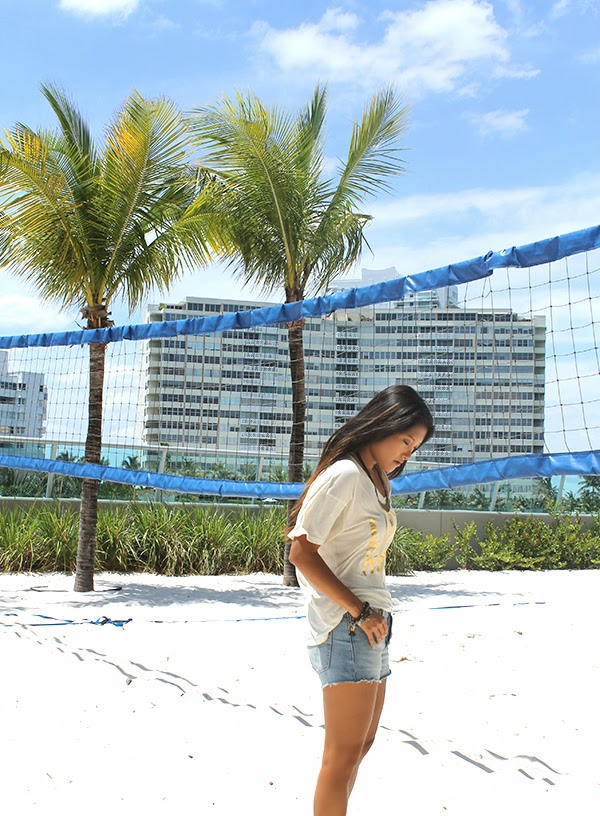 what to wear to the beach, how to dress for the beach, what to pack for the beach, beach wear, beach fashion, style by lynsee, fashion blogger, outfit of the day, denim shorts, basic tee, womens clothing, summer fashion 2014, swim week 2014, miami, miami fashion blogger, asian blogger, lynsee hee kyeong, peace love world, levis 501 shorts, levis, levis clothing, sam and libby, target style, cosmopolitan, cosmopolitan magazine, teen vogue, lucky magazine, vanity fair, rose gonzales jewelry, express, express runway, made
