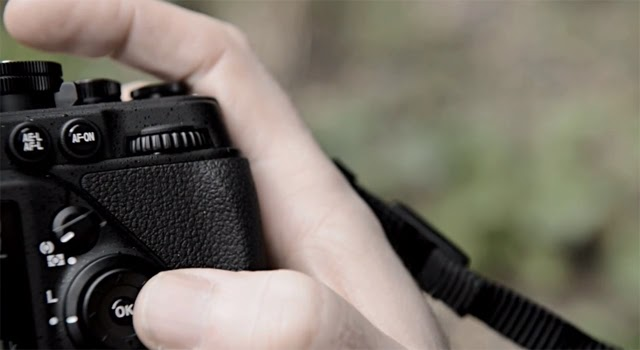 Fotografia dei comandi della Nikon DF