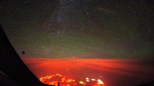 ¿Qué causó el resplandor rojo sobre el Océano Pacífico?