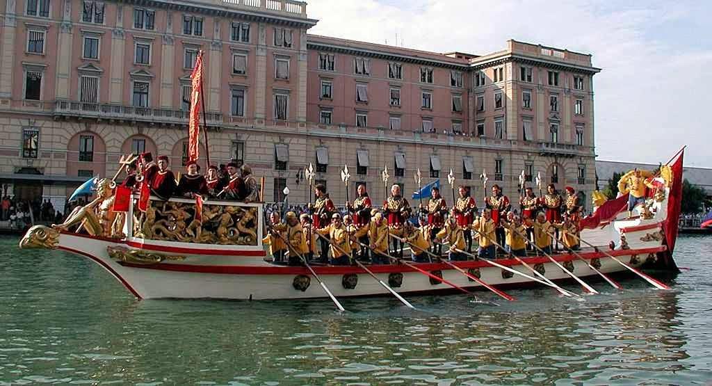 Réplica hodierna do 'Bucentauro', nave usada pelos doges de Veneza para o 'desposório' com o mar.