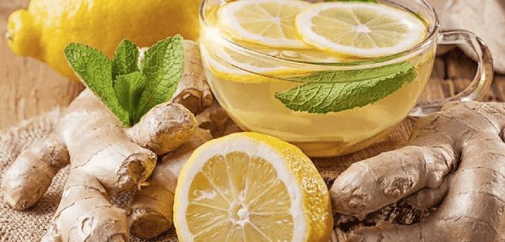 Limonada de chá verde com gengibre e hortelã