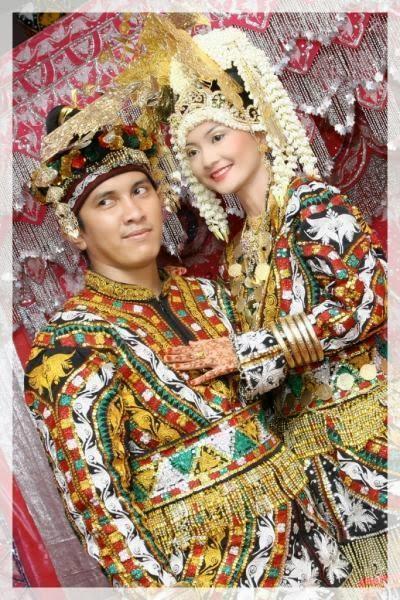 Gambar Dan Nama Pakaian Adat Tradisional Dari 33 Provinsi di Indonesia