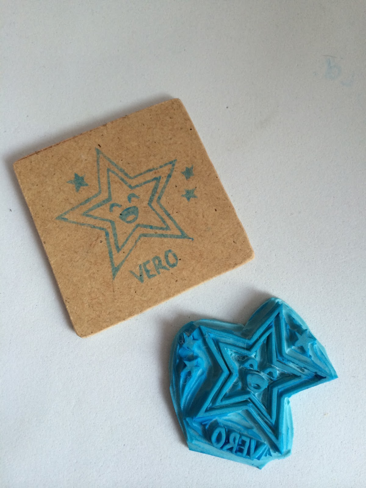 sello carvado a mano de una estrella con nombre personalizado