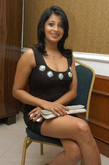 HOT nadeesha hemamalini spicy saree exposing stills