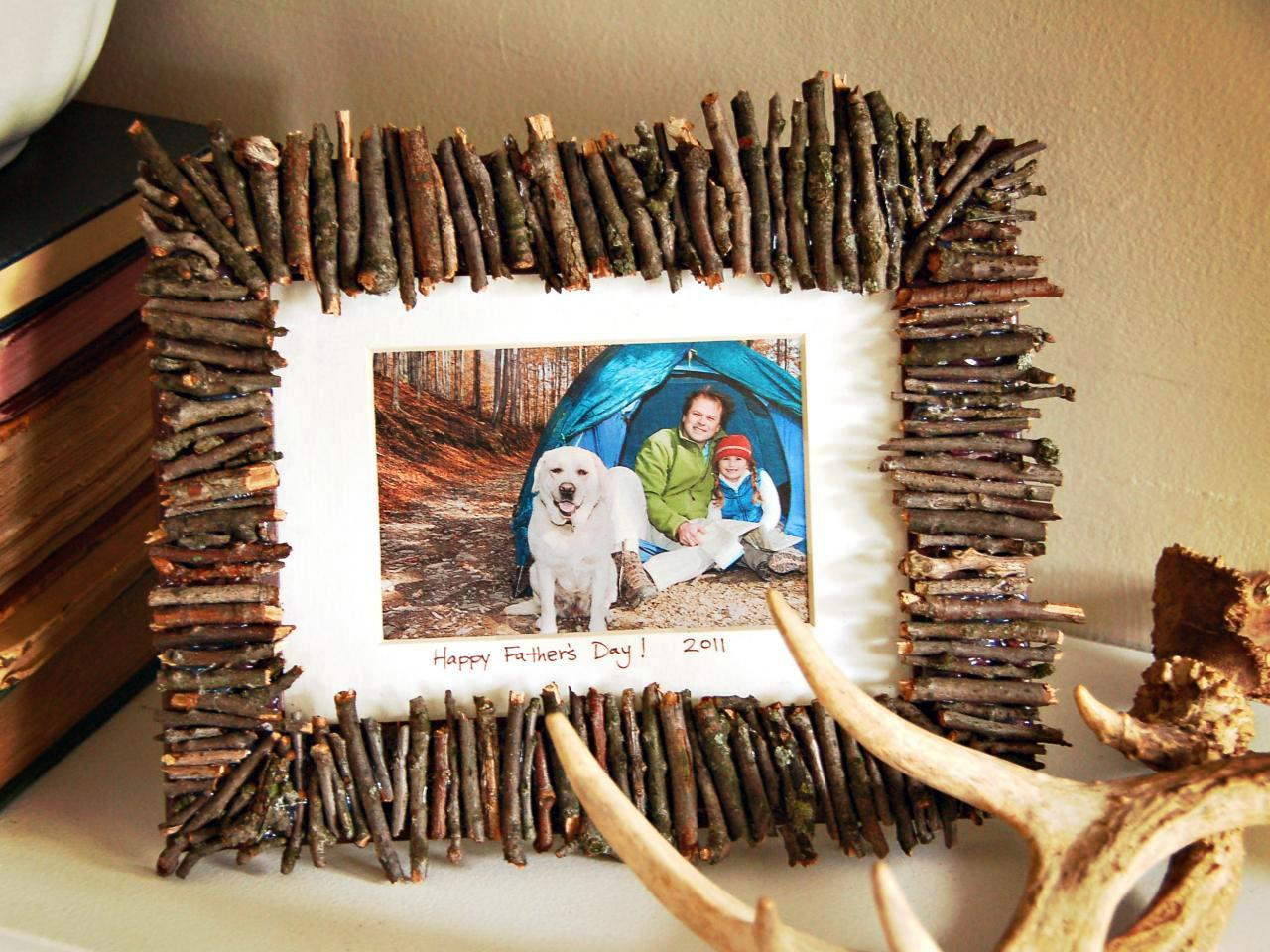 picture frame projects 25 handmade photo crafts {diy gifts}  picture frame memory wreath – infarrantly  thank you for featuring our box frame there are some great projects here.